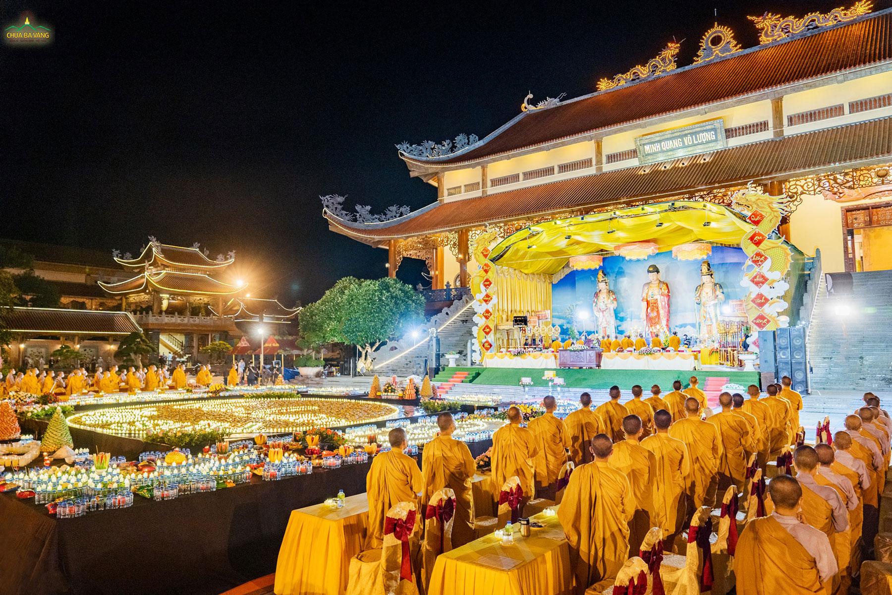 Không khí trang nghiêm, thanh tịnh trong buổi Lễ Cầu siêu phả độ gia tiên tại chùa Ba Vàng nhân mùa Vu Lan báo hiếu