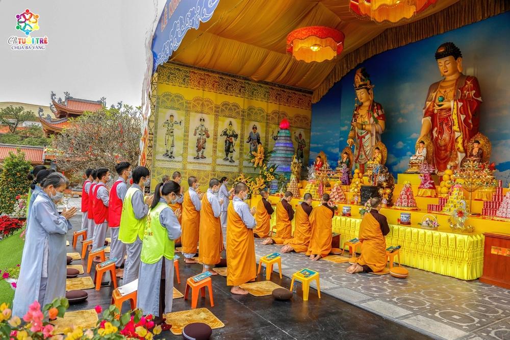 Vâng theo lời chỉ dạy của Sư Phụ Thích Trúc Thái Minh, chư Tăng, Ni, Phật tử chùa Ba Vàng đã phát nguyện tụng Pháp bảo Tôn kinh Dược Sư đến hết tháng Giêng để lấy công đức lành hồi hướng cho quốc gia được thái bình, thịnh trị, nhân dân hòa lạc